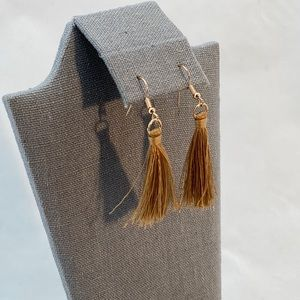 Jewelry - 🚩🚩Brown and gold dangle earrings
